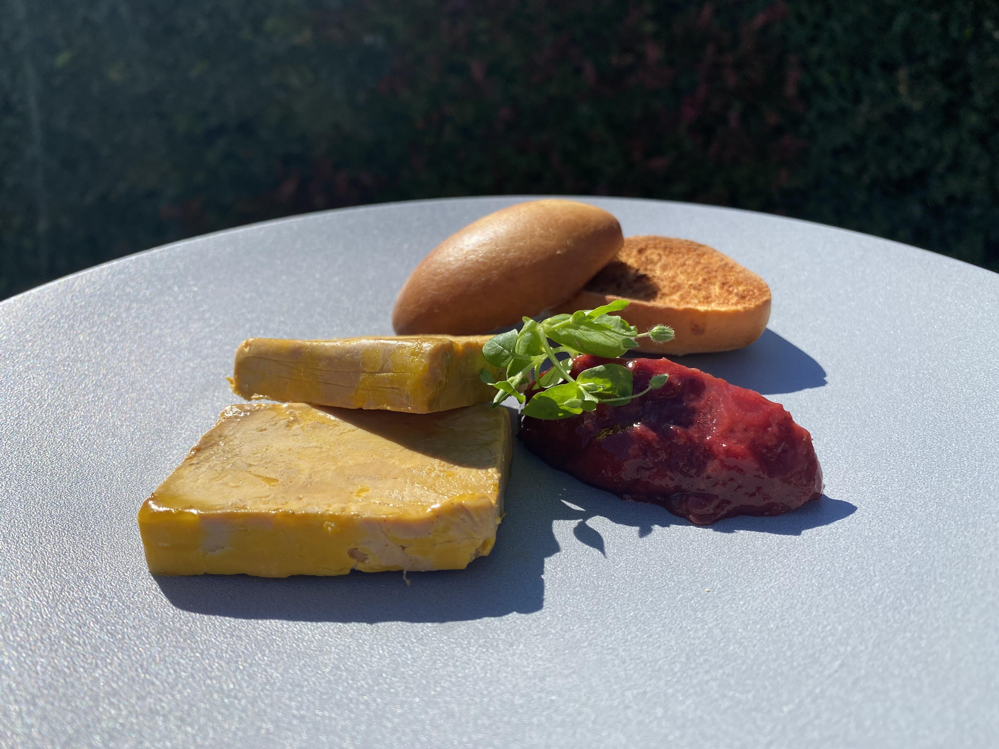 Foie gras de canard IGP du Sud-ouest, chutney de fraises